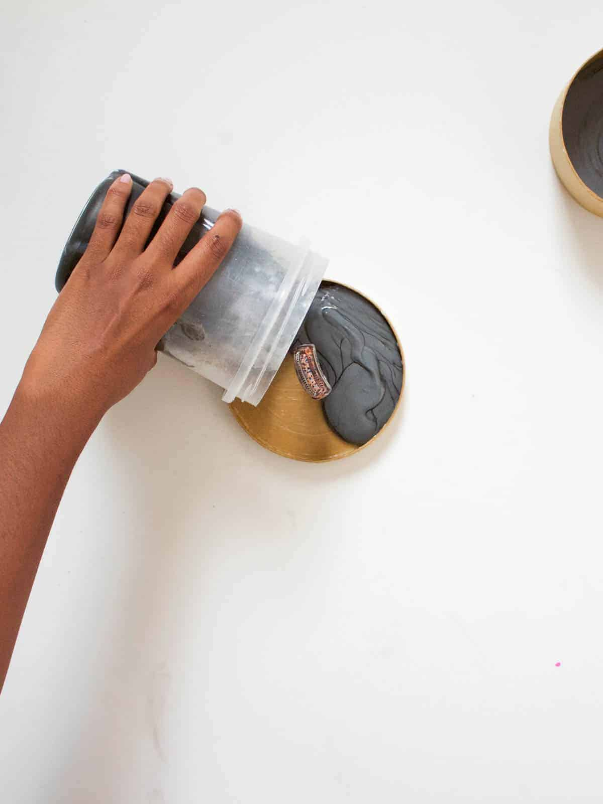 DIY Concrete Bowl and Lid | Fish & Bull - If you too are in need of some modern small storage for your office supplies, keys or jewelry this DIY was made for you!